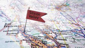 rote-faehnchennadel-mit-schriftzug-silicon-valley-in-landkarte-san-francisco