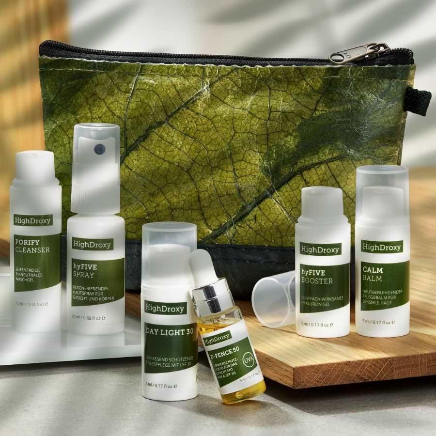 Highdroxy Kennenlern-Set Sun & Care Porify Cleanser, hyFive Spray, Day Light 30, D-Fence 50, hyfive Booster, Calm Balm plus Blattledertasche